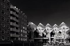 Kubuswoningen Rotterdam in Z&W/The cube houses in Rotterdam (jo.misere) Tags: kubus woningen rotterdam waterstad blaak pietblom oudehaven tamron1024 sony77