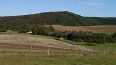 Speerhaus mit Hirnberg (franzopitz) Tags: zaun berg tal ausblick eifel wald badmnstereifel