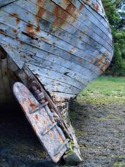 La quille bleue (L A N I K) Tags: bateau epave bretagne coque