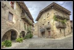 Santa Pau (jemonbe) Tags: santapau jemonbe villa medieval murallas gerona girona
