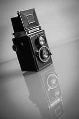 Reflekta (Konsti.) Tags: kamera camera old reflekta analog black white schwarzweis table glas tisch produkt product vignettierung