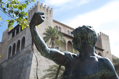 Palma Cathedral Grounds Statue (SimonWitton) Tags: statue cathedral mallorca palma grounds cathdral