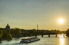 Les beaux jours parisien (MKFautoyre) Tags: bridge paris france seine boat spring eiffeltower toureiffel pont bateau printemps hdr hdri bateaumouche pontdesarts laseine nikon35mmf18afsdx 35mm18dx nikond7000 mkfautoyere
