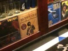 estaba #BuddyGuy y estuve hablando con el, impresionante!!! Me vuelvo con su vinilo autografiado por el :)