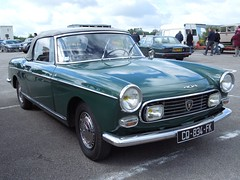 PEUGEOT 404 Cabriolet Injection vert (xavnco2) Tags: france green cars french spider automobile antique convertible vert exposition normandie autos 404 common bourse injection peugeot classiccars cabriolet bbb pininfarina seinemaritime 2013 amicale neufchatelenbray