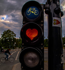 Charlottenburger_Tor_002 (pXelbre! by LTX) Tags: berlin bike bicycle trafficlight heart ampel herz fahrrad charlottenburg