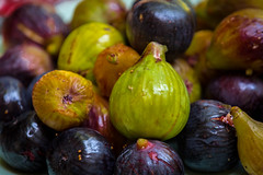 Plate of figs (RCARCARCA) Tags: magenta summer colours green canon figs purple greece 5diii marathon 2016 fruit orange 70200l