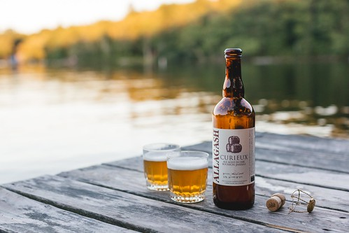 Curieux at the Lake