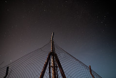 desde 'la central' (Sitoo) Tags: stars estrellas night noche longexposure exposicionlarga samyang14mmf28 wideangle granangular lemoniz central nuclear abandonada abandoned fence valla reja oxido
