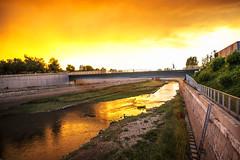 Antes de la lluvia (Nebelkuss) Tags: madrid madridrio rio river sunset ocaso lluvia rain nubes clouds colores colours fujixt1 samyang12f2