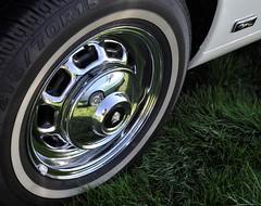 Insignia reflection: XJ-C hubcap (Pim Stouten) Tags: arden british car auto wagen pkw vhicule macchina burgzelem wieldop radkappe xjc jag jaguar xj xj6 insignia xj40