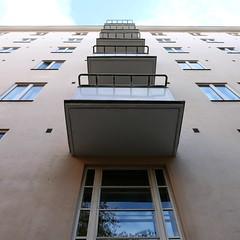 Hakaniemenkuja (neppanen) Tags: sampen discounterintelligence helsinki helsinginkilometritehdas suomi finland piv73 reitti73 pivno73 reittino73 hakaniemenkuja parveke