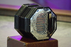 Accordions, Concertinas, etc. [Free Reed Instruments] 66: Concertina [Duet Maccann system] (of Hazel Askew) (KM's Live Music shots) Tags: musicalinstrument hornbostelsachs aerophone maccannsystem duetconcertina concertina hazelaskew askewsisters southbankcentre