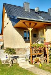 Einfamilienhaus (ThomasKohler) Tags: haus wohnhaus einfamilienhaus doppelhaus doppelhaushlfte house buildung gebude wohnen immobilie dachziegel geranien gieskanne vorgarten windfang vordach
