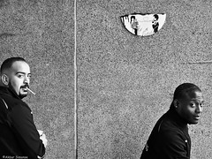 CHAOS (Akbar Simonse) Tags: dscn4313 rotterdam rotjeknor holland netherlands nederland streetphotography straatfotografie people men streetart chaos zwartwit bw blancoynegro bn monochrome akbarsimonse smoker roker cigaret cigarette toezichthouders