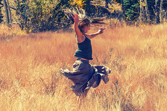 if you jump high enough you'll fly away (KateSi) Tags: ryn fall autumn girl femme woman kvinne mujer otoo hst colorado automne pose portrait portrett retrato jump fly sauter voler hoppe volar field people personne persona