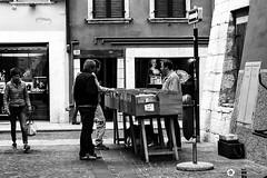 _DSC9267 (alessandro.spagnolli) Tags: trento trentocity mercatinousato streetphotography streetphoto blackandwhite