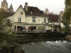 P20161014_101458116_BA4C34CB-83C7-4836-9782-9EF9CB0BD1ED (ji0405hye) Tags: 프랑스 일상 로슈 시골 마을 레스토랑 강 앙드흐 france cotidien liviere restaurant indre motin morning river loches campagne