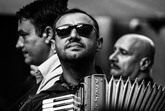 Play along! (Maurice Tiggeler for Blue Jam Photography) Tags: rome quartettogipsytaraf band accordeon cello gitar zonnebril sunglasses gitaar