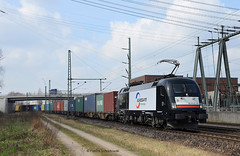 ES 64 U2 071 BoxXpress (vsoe) Tags: railroad train harbor hamburg engine siemens eisenbahn railway hafen taurus bahn lok zge gterzug mrce eurogate containerzug es64u2 boxxpress gterzugstrecke