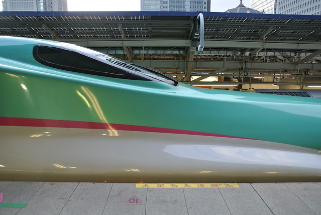 Shinkansen HAYABUSA Type E5 Super Express