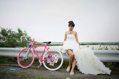 Wedding photo (RH+O fixed gear specialist!) Tags: pink wedding portrait white bike bicycle photo track dress picture taiwan gear og k2 fixed fixie bridal k2s rho rhpluso