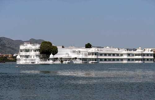 Cartoon - Lake Palace Hotel in the waters of Lake Pichola in Udaipur