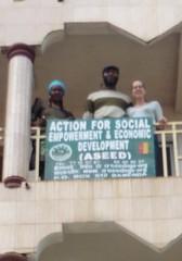 Dorcas, Louis und Janine auf dem Balkon der ASEED Geschaeftsstelle