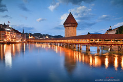 D5B_0105 琉森之夜 Luzern (愚夫.chan) Tags: 瑞士 switzerland chapelbridge kapellbucke 卡貝爾橋 羅伊斯河 reuss 琉森湖 燈光 倒影 雲 教堂 church 花卉 湖泊 lakes