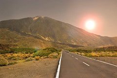 caminando por el Teide (FMEGS) Tags: sun sunset light mountain teide paisaje landscape desert flickr nature tamron decay kontrast landschaft depthoffield la naturaleza world paysage tenerife espaa spain hill colours dusk mer nikon d3000