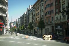 Calle Ura (Jusotil_1943) Tags: oviedo seales trafico calle mobiliario urbano