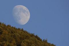 Moon rising - Sorgere di Luna (Andrea Lugli) Tags: moon luna night sky cielo notturno mountains monti north appennines appennino toscoemiliano modena italy canon eos 60d sigma 150600 os dg hsm sport