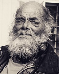 If a face could tell story's this one probably would have lots to tell! (Helder_photography) Tags: wrinkles rugas velho retrato portrait men old beard