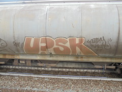 008 (en-ri) Tags: upsk katny swate arancione 2011 torino graffiti treno merci freight train writing