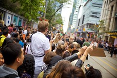 Angling for a View (cookedphotos) Tags: tiff 2016 canon 5dmarkii torontointernationalfilmfestival filmfestival festivalvillage kingstreet streetphotography americanpastoral princessofwalestheatre redcarpet paparazzi fans photographers stretch stargazing