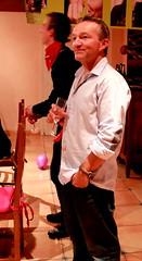 """Un anniversaire, un homme, une coupe de champagne mais pas de calculs savants (trop complexe pour une Fanny) ! Alors, il me reste plus qu' hurler """" UN JOYEUX FRANCKYNIVERSAIRE"""" !!! (Et si, et si ...) Tags: portrait franck anniversaire ddicace"""