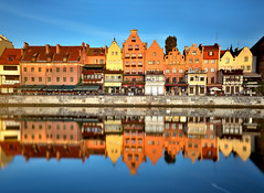 Morning reflections (Sizun Eye) Tags: gdansk danzig poland pologne pomorskie pomorze pomeranie pomerania oldtown oldport city cityscape landmark houses europedelest easterneurope sizuneye reflections reflets river canal restaurants architecture calm tranquil tranquility morning tamron2470mmf28 nikond750 leefilters gnd gnd06hard longexposure leebigstopper nd1000 10fstops lee