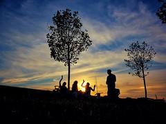 Un da se va...otro vendra (Javier_Subias) Tags: otoo autumn park parque plaza zaragoza aragon escozkor subas naturaleza nature arboles trees paisaje landsacpe atardecer ocaso sunset sun aire libre cielo anochecer puesta de sol