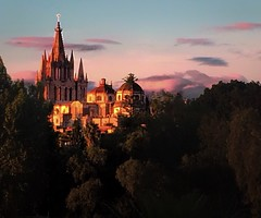 Atardecer en San Miguel de Allende (paolahiguera) Tags: cathedrals sunset atardecer sanmigueldeallende guanajuato mxico mexico