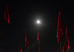 19-08-16 (JuanF Q J) Tags: bandera flag luna moonnoche night oscuro darkness rojo red