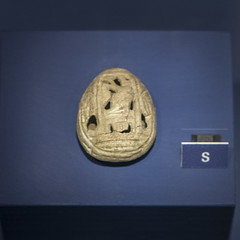 Faience amulet in the form of a Cypraea shell from Tomb 68 at Via Madonna delle Grazie, Stabiae (diffendale) Tags: italy italia cypraea conchiglia ciprea shell horus falcon falco 6thcbce pleiades:findspot=433128 stabiae archaic museum museo muse   archaeological archeologico artifact display exhibit arkeoloji mzesi ancient antico tomb tomba grave burial human necropolis cemetery tombe tombeau spulture grab tumba sepultura