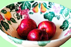 IMG_0206 Fall Treat (Cyberlens 40D) Tags: nj canon fruits snacks healthy bowls flowers ornaments apples red juicy stilllive trios