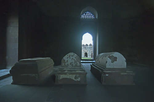 This is where a Great Sultan Lies - At the end of the day they all occupy only a small space