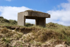 Searchlight Mounting - Utah Beach Normandy (Mark Bowerbank) Tags: beach utah searchlight normandy mounting