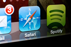 Spotify Icon (lorenzoviolone) Tags: music macro green apple closeup lens nikon ipod close mail tube plan icon safari dslr ios streaming listen iphone extensiontube spotify d5200 nikond5200