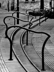 flow (Harry Halibut) Tags: 2016andrewpettigrew contrastbysoftwarelaziness noiretblanc blackwhite blancoynegro blanc weiss noire schwatz bw zwart wit bianco nero branco preto imagesofsheffield images sheffieldarchitecture sheffieldbuildings colourbysoftwarelaziness south yorkshire sheffield handrails steps tudor square curves curvy periodicity repeat crucible theatre sheff1607243775