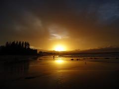 Gold Coast, QLD, AUS (Klauss Egon) Tags: australia beach praia playa sun sunset sunrise ocean mar oceano ondas surfe gold coast coolangatta sony nascer do sol por bw pb sky ceu oz oceania