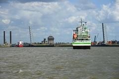Locks DST_3969 (larry_antwerp) Tags: progress 9371828 nordichenriette 9403906 antwerp antwerpen       port        belgium belgi          schip ship vessel        schelde        zandvlietsluis berendrechtsluis sluis lock