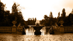 Kensington gardens (DameBoudicca) Tags: england inglaterra angleterre inghilterra  britain greatbritain unitedkingdom uk storbritannien vereinigtesknigreich reinounido royaumeuni regnounito  london londres londra  longwater kensingtongardens park parc parque  fountain fontana fontaine fontn springbrunnen fuente  italiangardens