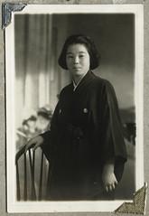 ArchJAP031 Japan, 1930er (Hans-Michael Tappen) Tags: archivhansmichaeltappen japan nihon nippon 1930er 1930s  kimono tradition kleidung stoff clothing muster stoffmuster  portrait portrt